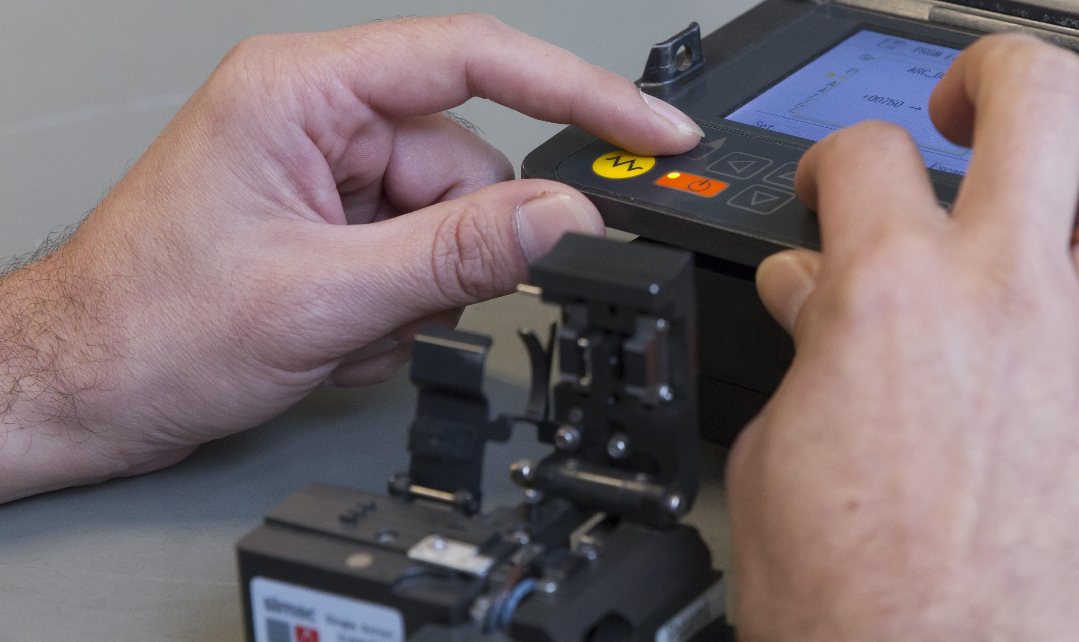 HVM Glasvezeltechniek investeert in 36 nieuwe S179 glasvezel fusielasapparaten